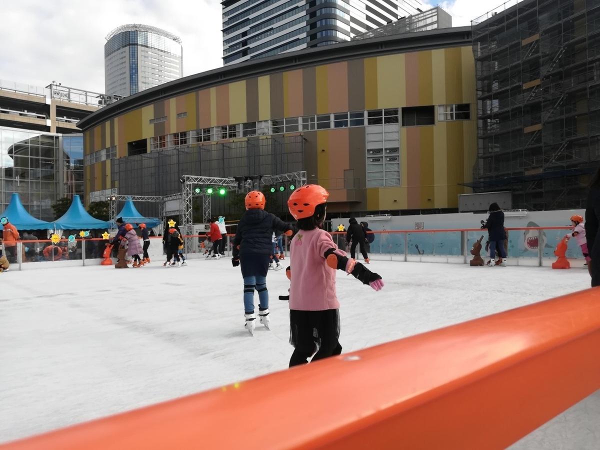 すっかりアイススケートを堪能するプリンセス閣下