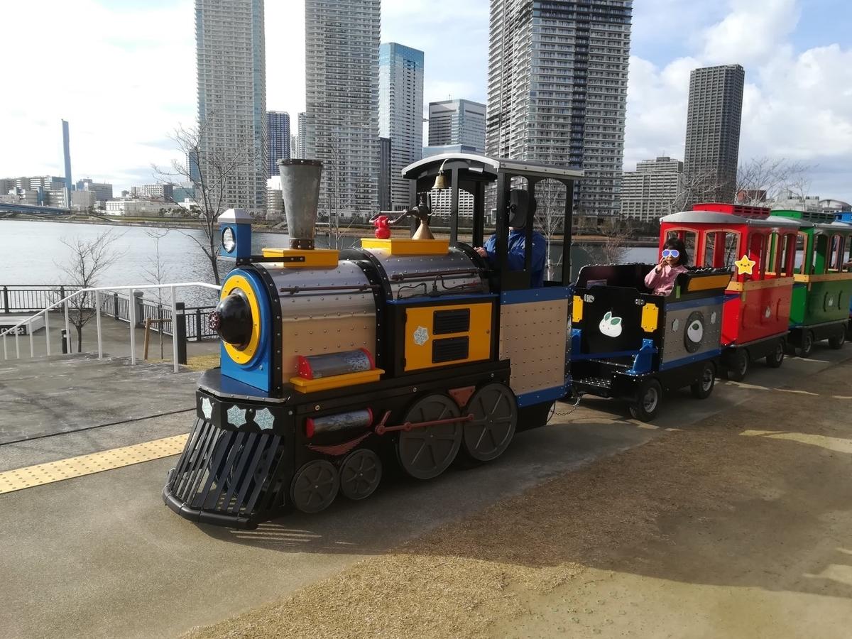 汽車に乗って海沿いを旅しよう!