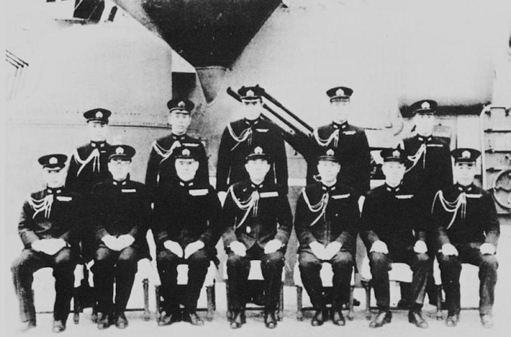 大和の指揮官たち。前列左から3番目が伊藤整一(Wikipedia)