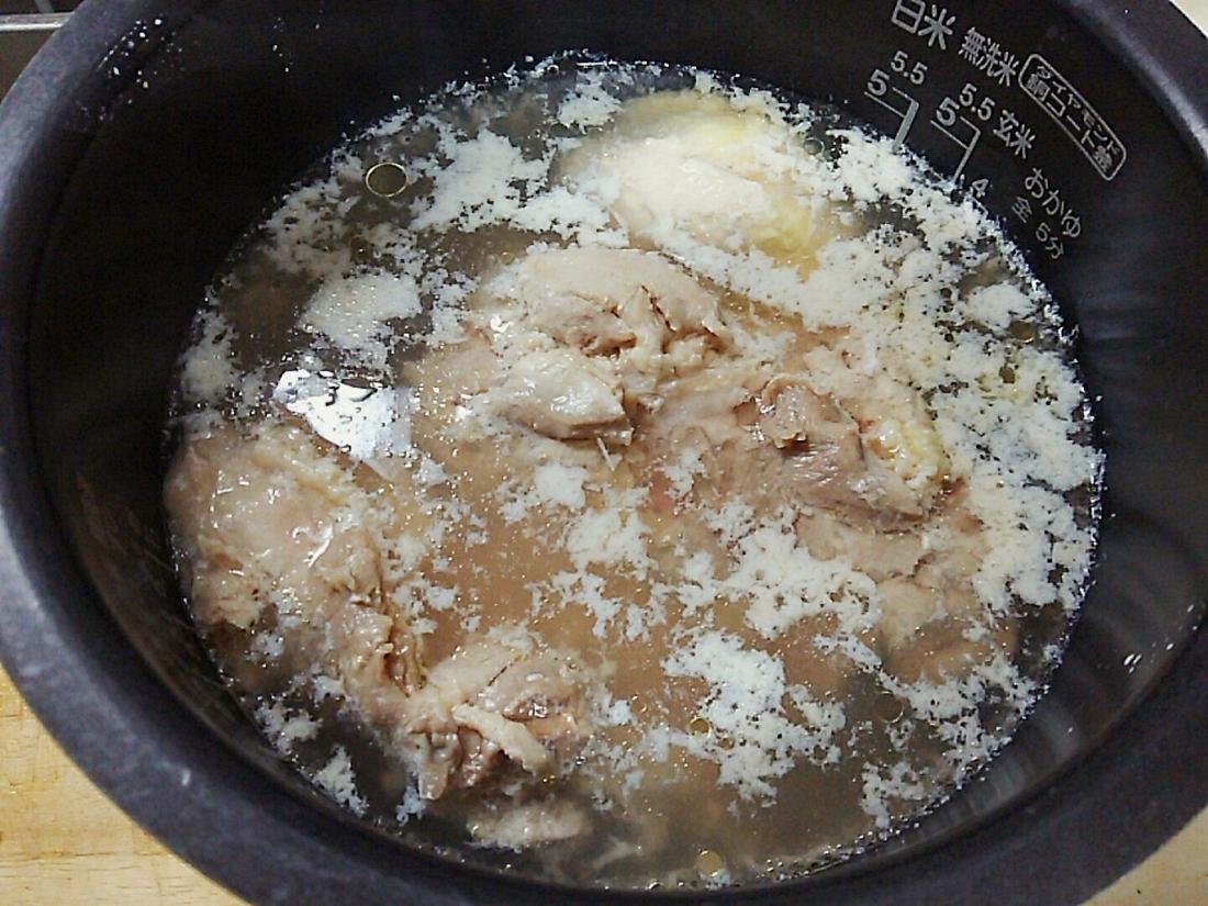 電気釜で煮ます