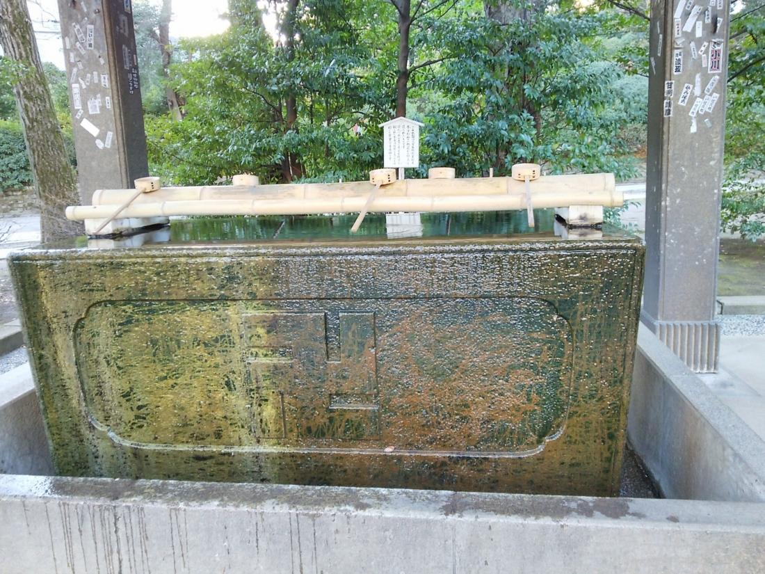 根津神社手水鉢
