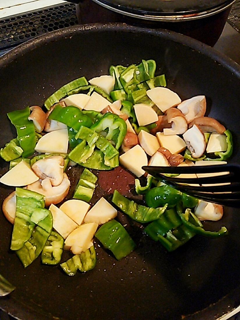 野菜から炒める