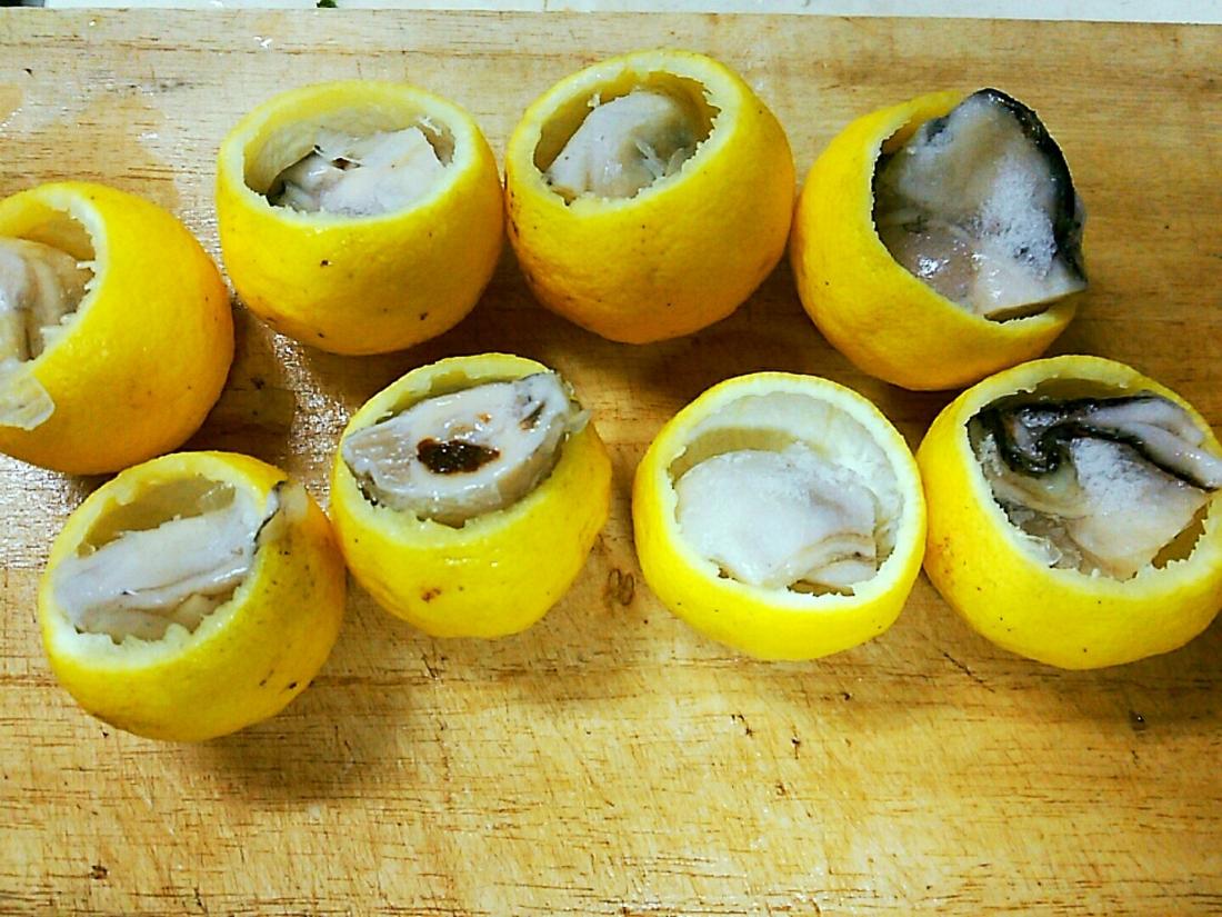 牡蠣を詰める
