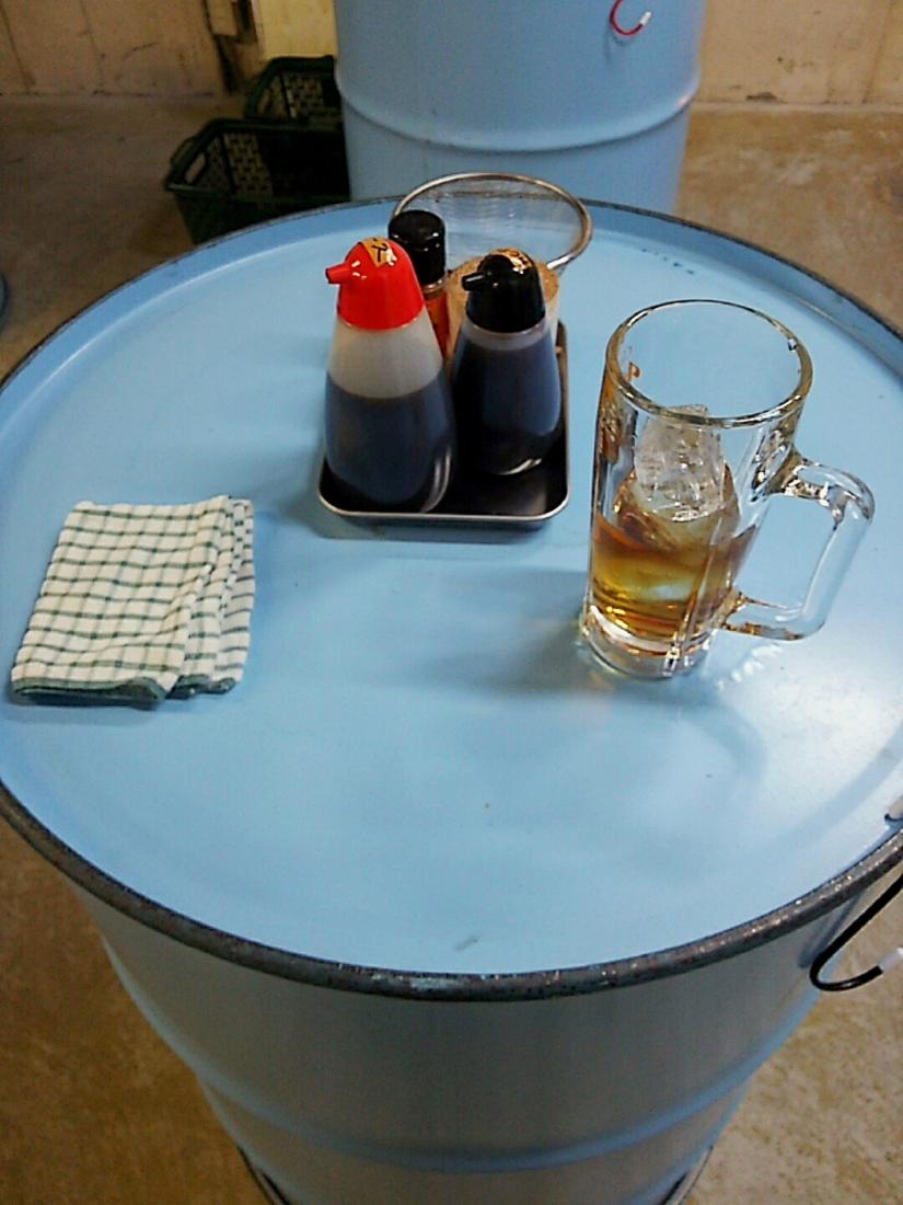 ドラム缶のテーブル