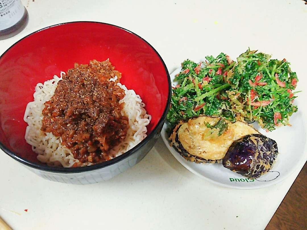 パクチー天と担々麺