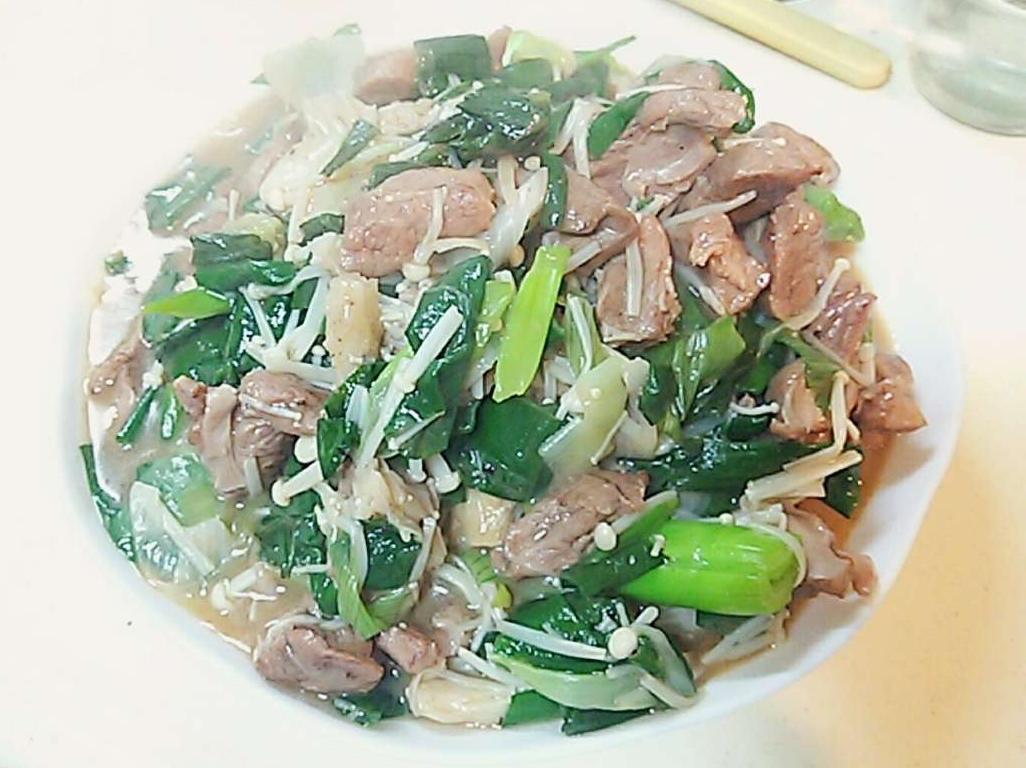 葉玉ねぎと豚のサガリの炒め物