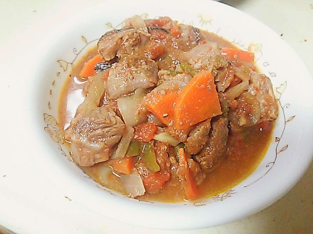 豚のサガリのトマト煮