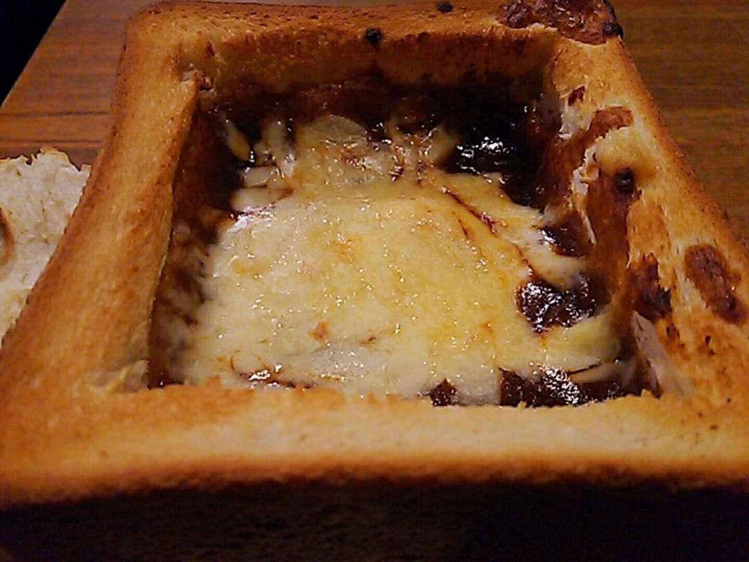 牛スジシチューのデミグラスパン