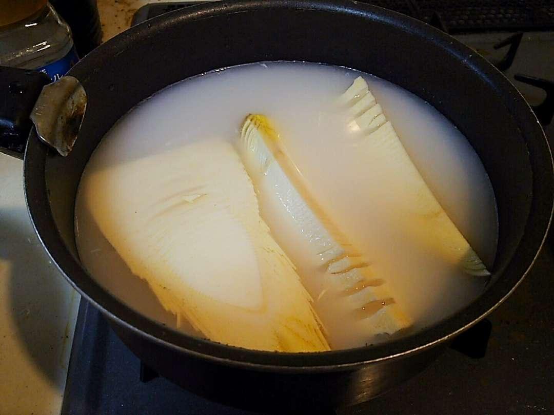 米の研ぎ汁で煮る