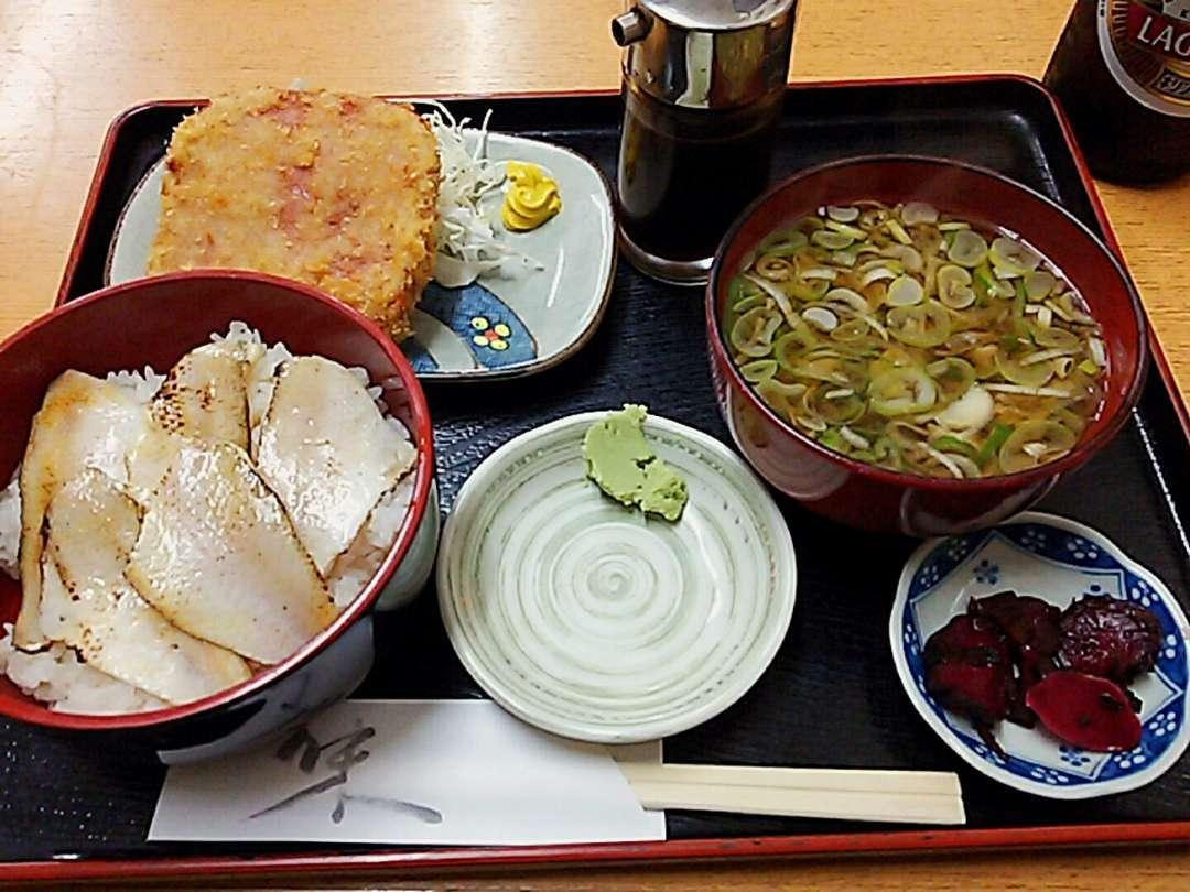 炙りのどくろ丼とハムカツ定食