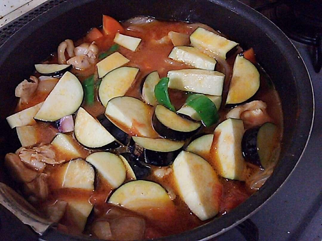 野菜を入れて煮る