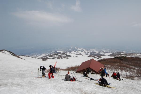 鳥海山、避難小屋から、山下を望む