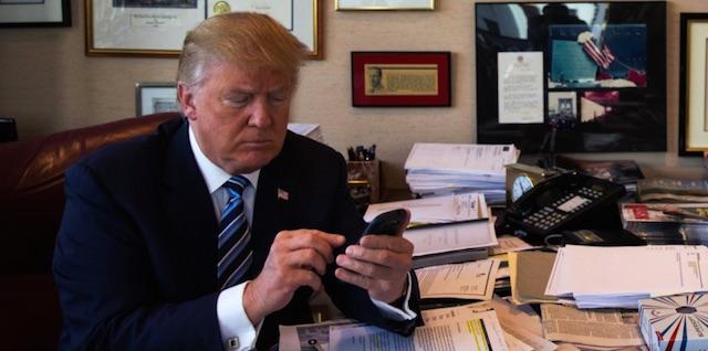 ドナルド・トランプ次期大統領とAppleのティム・クックCEOが電話会談