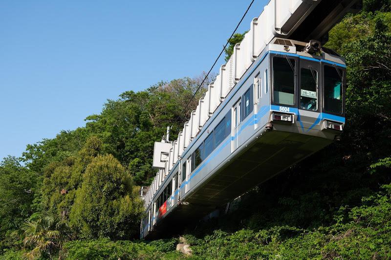 190511 湘南江の島駅裏のトンネル飛び出し