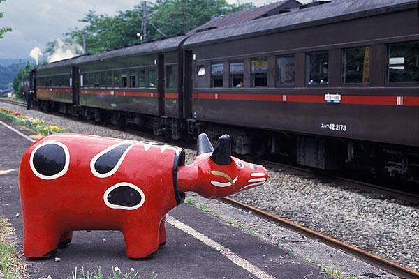 030614赤ベコと蒸機列車