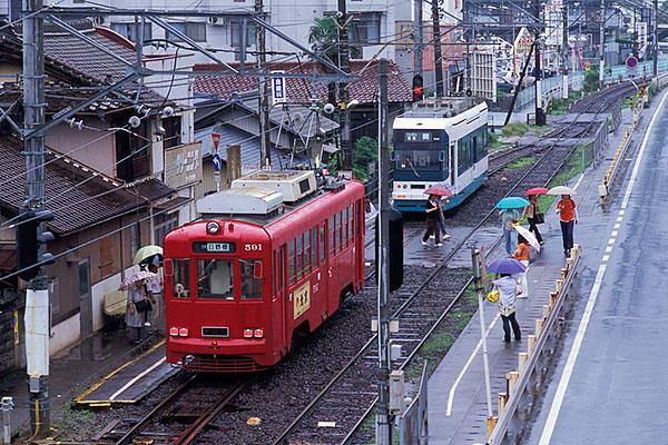 030628雨の日野橋駅