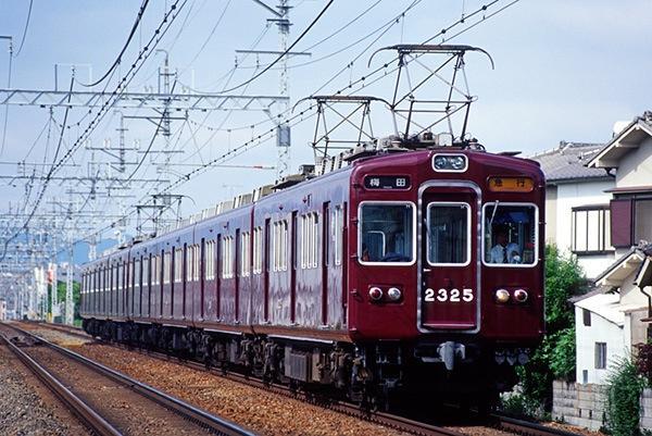 050605 南茨木を走る2325F