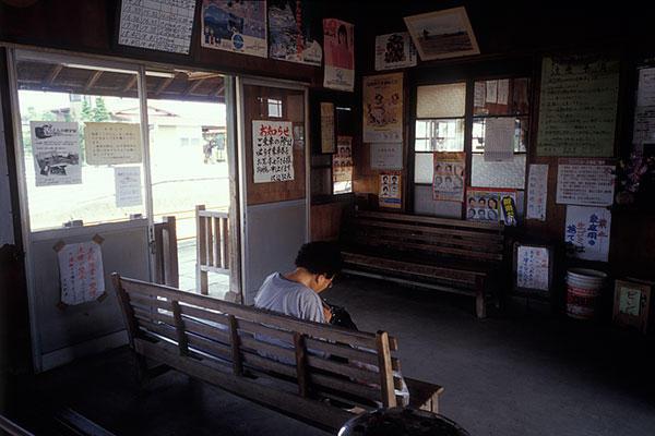 050919沢辺駅待合室