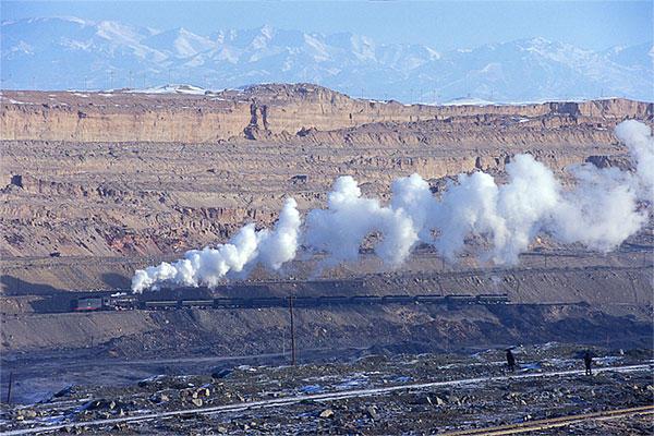 060101天山山脈を炭坑より望む