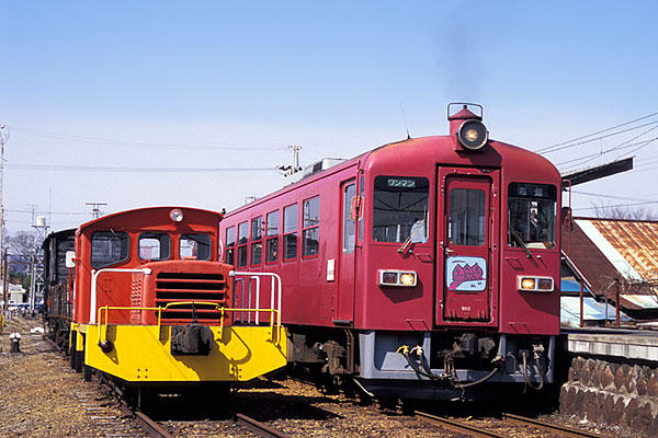 060321栗駒駅貨物DC並び