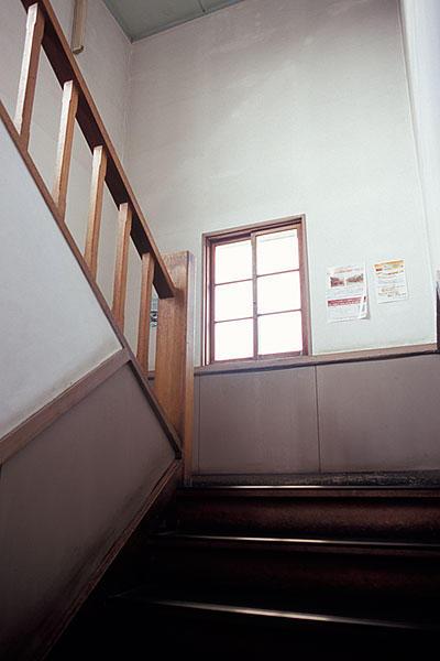 061001くりでん本社階段