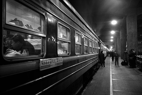 070104哈爾浜駅ホームの夜行列車