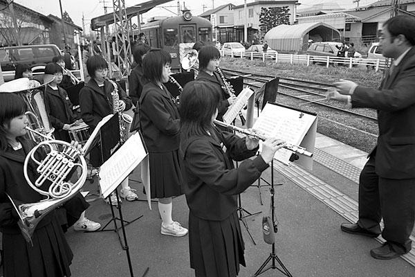 070331沢辺駅ブラスバンド演奏