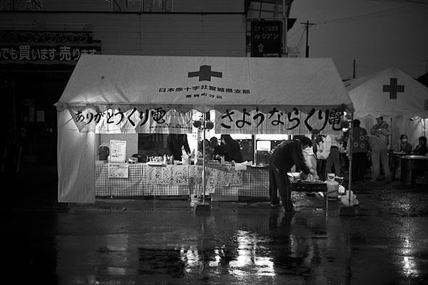 070331栗原田町駅前のテント
