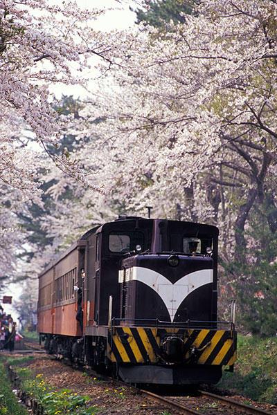 070504芦野公園の上りストーブ列車