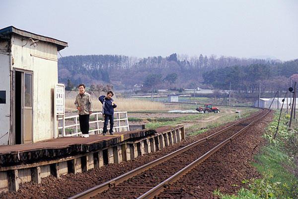 070504深郷田駅にて