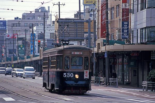 070506駅前の函館市電530