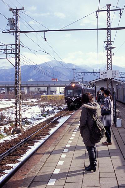 080126村山駅に入る長電2000系A編成