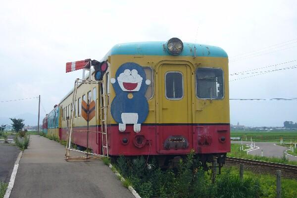 080803田舎館の線路際にある旧黒石線車両