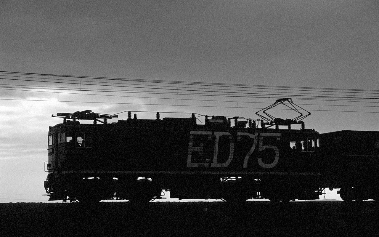 080928 ED75シルエットモノクロ版