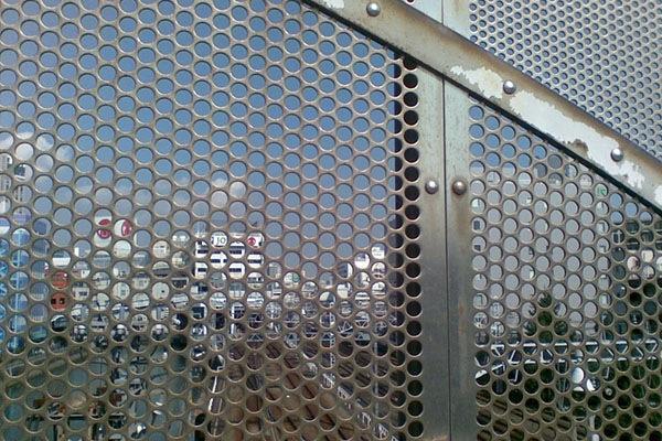 平沼橋の金網
