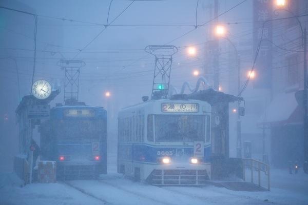 081227 雪降る十字街