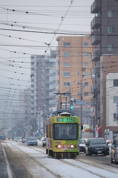 081230 マンション街を走る市電