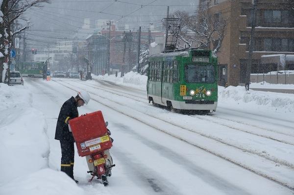 081230 郵便配達と札幌市電