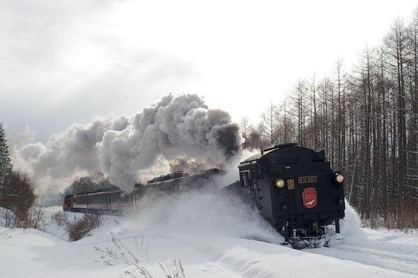 090125 雪かきながら走るSL冬の湿原号