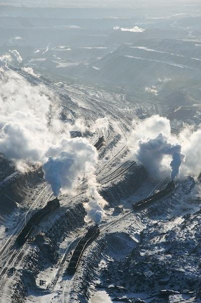 090212 北側から望むジャライノール露天礦