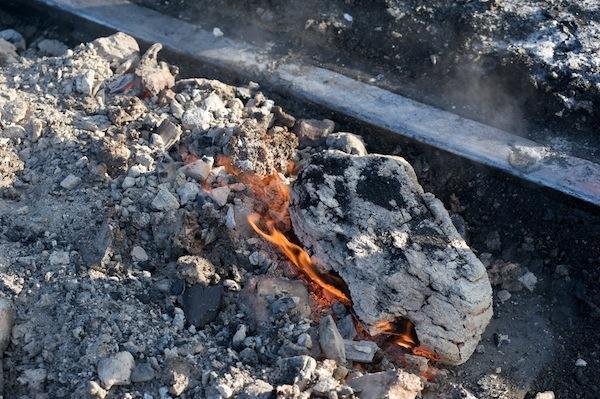 090212 まだ火の残る石炭殻