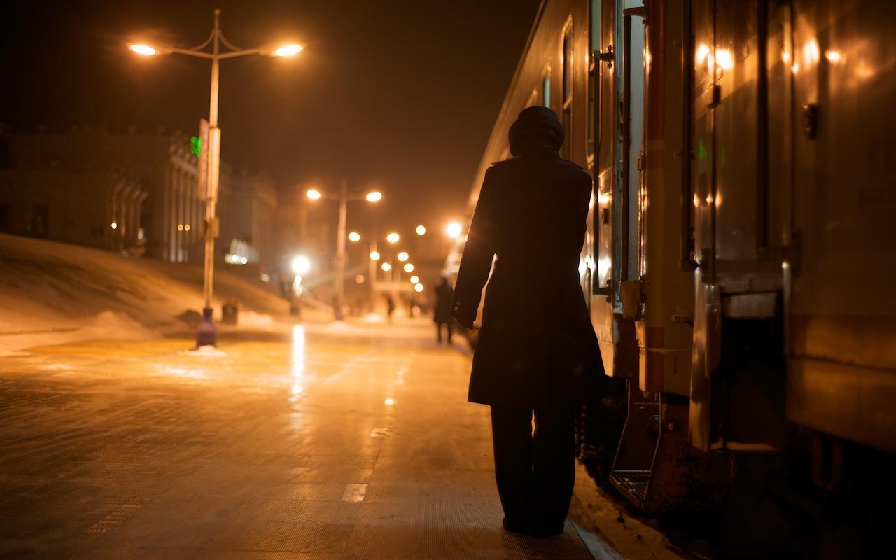 090214 N92発車を待つ乗務員