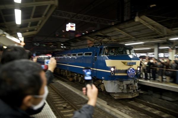 090313 横浜駅に入る下り富士・はやぶさ