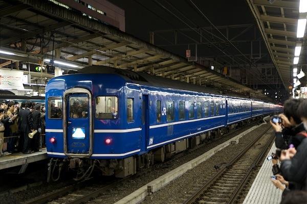 090313 横浜駅停車中の9001列車「富士・はやぶさ」
