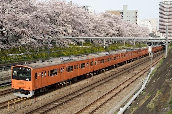 080405 東中野の桜と201系