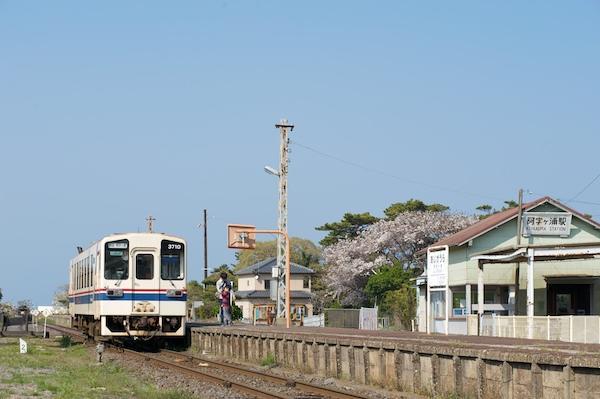090411 キハ3710停車中の阿字ヶ浦駅
