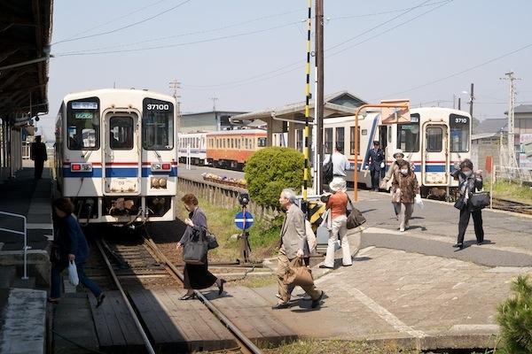 090411 那珂湊駅の交換風景