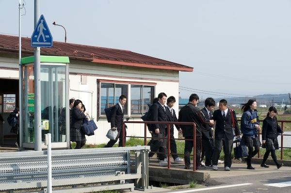 090430 津鉄登校風景