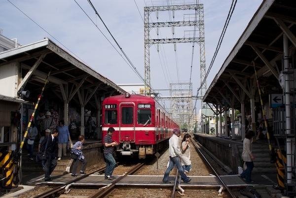 090504 鈴木町駅の構内踏切