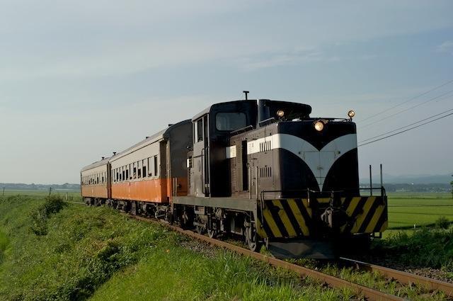090808 嘉瀬駅近くの上りストーブ列車